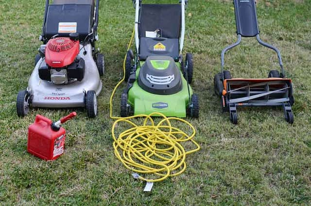 Electric vs gas lawn mover